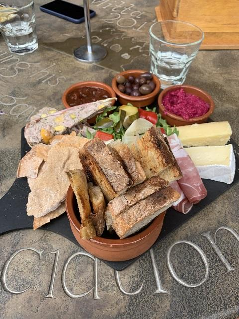 Lunch at the Mitta Mitta Pub - hope you're hungry!!