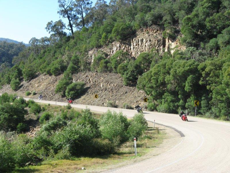 The Omeo Highway beside the Tambo River